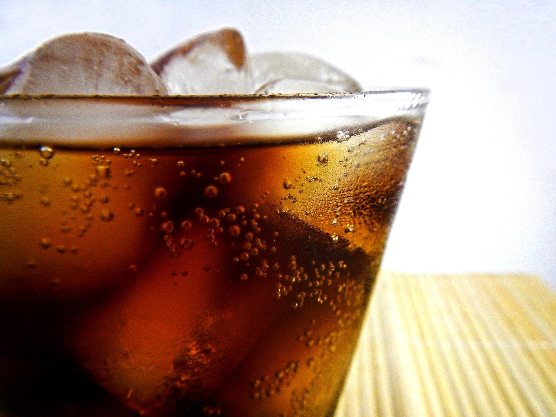 126 éve ihatunk Coca Colát!